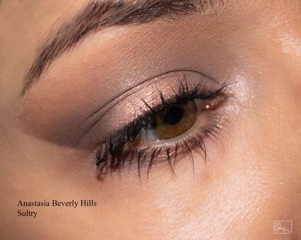 Anastasia Beverly Hills Sultry makijaż