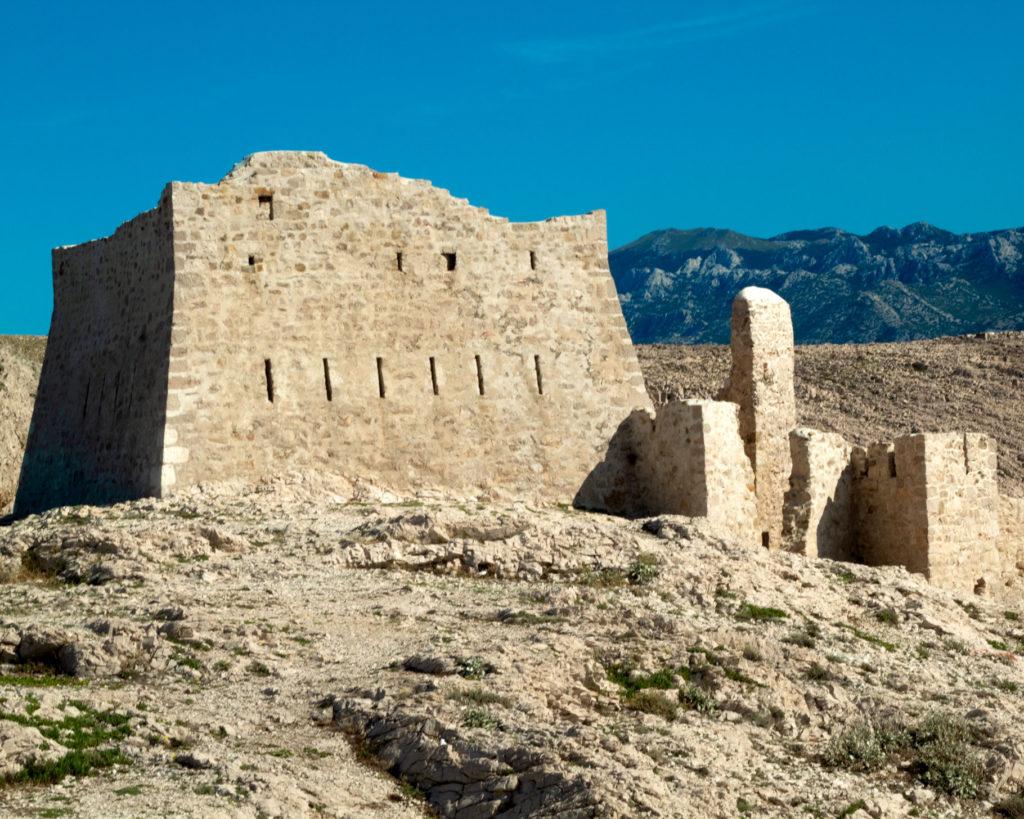 Fort na wyspie Pag Chorwacja